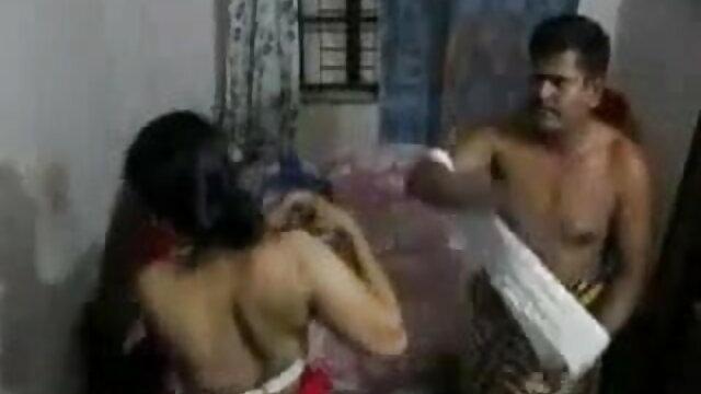 ব্রা টির সাথে রয়েছে হিন্দি গান সেক্সি একটি ফ্লোরাল প্রিন্টেড ব্রিফ