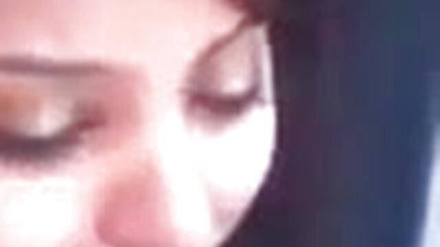 সুন্দর চোখ দিয়ে বুদ্ধিমান মডেল বিছানার উপর ভঙ্গি এবং প্রজনন সেক্সি ভিডিও গান বাংলা উপর নির্ভর করে