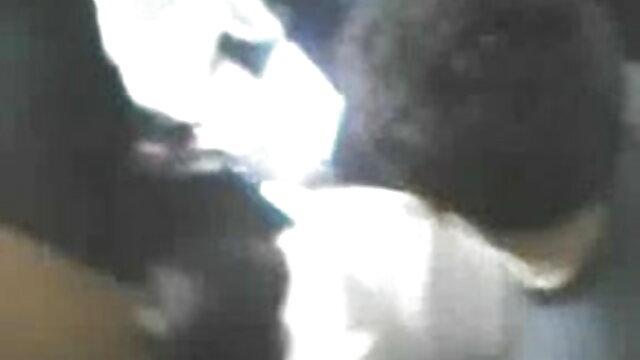 বহু পুরুষের এক নারির, এক মহিলা সেক্সি গান সেক্সি গান বহু পুরুষ
