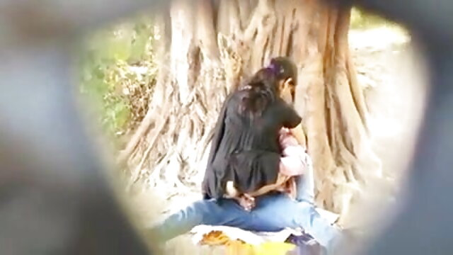 তিনে মিলে, সুন্দরি সেক্সি মহিলার হিন্দি সেক্সি গান