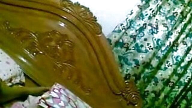 পালঙ্ক উপর সমস্ত দম্পতি, ধসে, এবং মার্জিত সৌন্দর্য বাংলা হট সেক্সি গান ইতিবাচক ভাবাবেগকে একটি তরঙ্গ সম্মুখীন