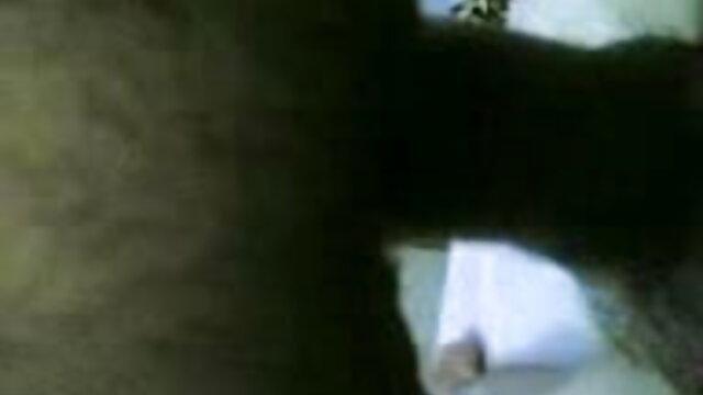 যুবক রুমে একটি রোমান্টিক বায়ুমন্ডলে, সেক্সি হট সং বিছানা একটি পরিপক্ক মহিলার অপেশাদার.