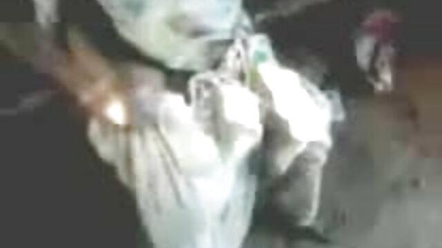 সেক্সি স্বর্ণকেশী সঙ্গে একটি বিশাল গাধা, এবং ভিডিও সেক্সি গান আমি জানতাম কি