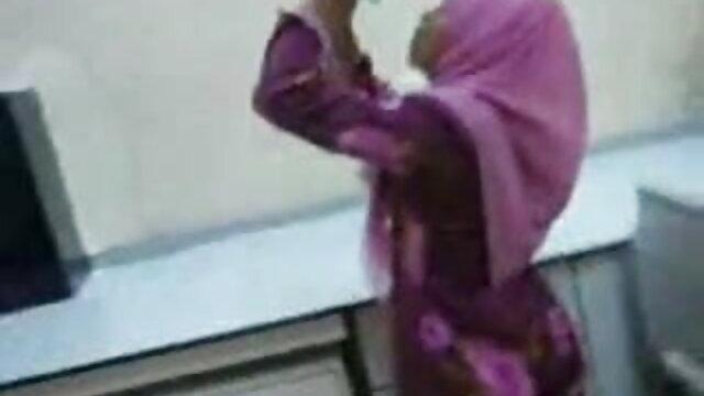বড়ো মাই সুন্দরী বালিকা সেক্সি গান বাংলা বড়ো বুকের মেয়ের মাই এর