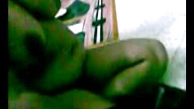 এক যুবক ভোজপুরি সেক্সি গানা একযোগে দুই বলছি সঙ্গে পুলিশ