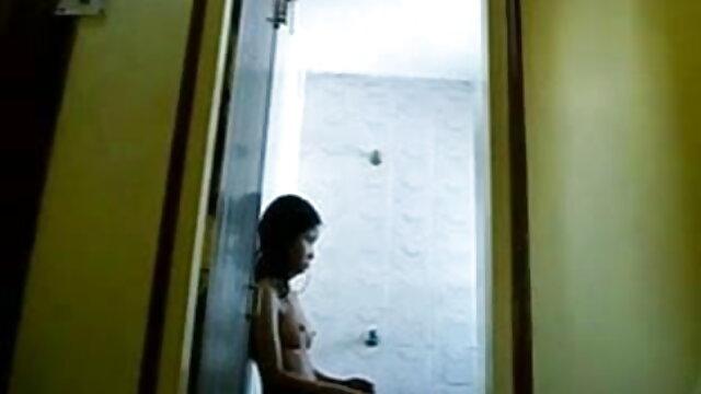 বাড়ীতে তৈরি ব্লজব মুখে বাঁড়া ঢোকানোর মুখ ইন্ডিয়ান সেক্সি গান