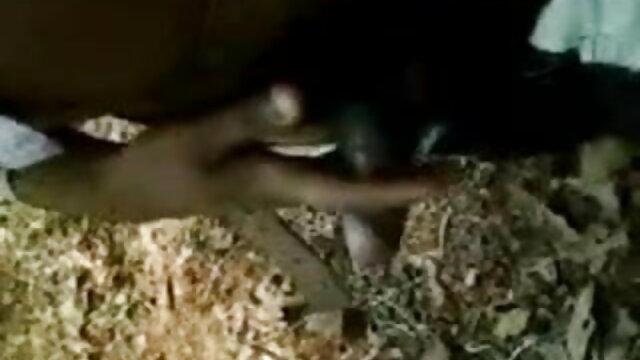 বিশাল ছাত্র এর উরু দিয়ে সংখ্যা ও কোন টুপি পূরণ. ভোজপুরি সেক্সি হট গান