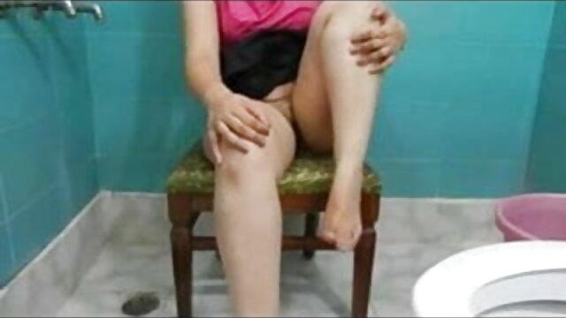 মুখের মধ্যে পালকহীন পেশীবহুল, প্রায় একটি সেক্সি ভোজপুরি ভিডিও গান সূক্ষ্ম হারপিস লঙ্ঘন