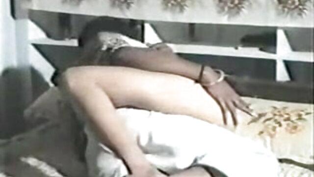 বড় সুন্দরী মহিলা, বাংলা সেক্সি গান ভিডিও পরিণত