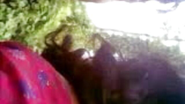 মাই এর যৌন্য উত্তেজক বহিরঙ্গন তামিল সেক্সি গান