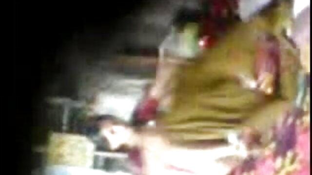 মানুষ, কাজ সেক্সি হিন্দি গান করার পর, একটা পাতলা মেয়ে হয়রানি