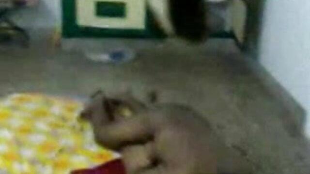 স্বামী পালঙ্ক উপর একটি নগ্ন হিন্দি সেক্সি গান ক্যান্সার নারী ভাজা
