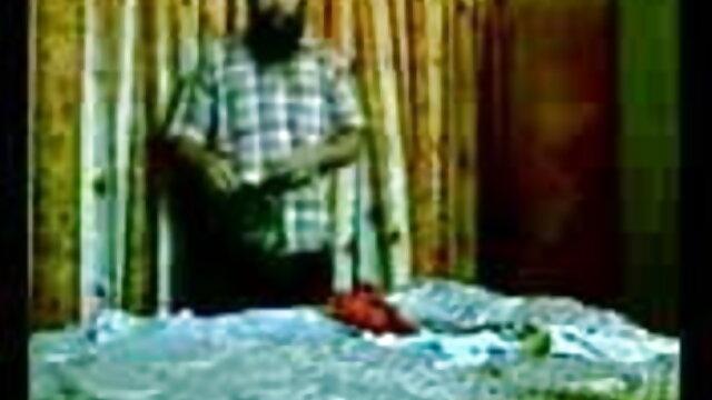 একজন অভিজ্ঞ ডাক্তার সেক্সি হিন্দি গান রোগীর চা তাপমাত্রা পরিমাপ করবে, একটি থার্মোমিটার সঙ্গে তার মলদ্বার মধ্যে রাখা