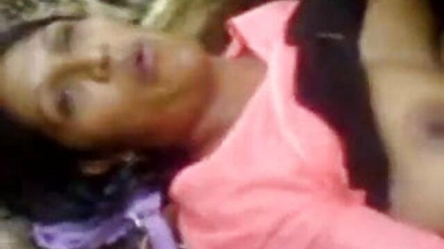 বহু পুরুষের হিন্দি সেক্সি গান ভিডিও এক নারির, এক মহিলা বহু পুরুষ