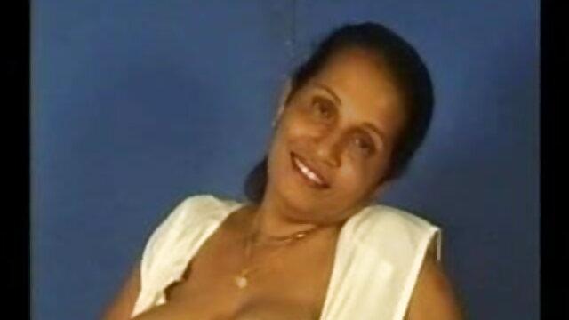 স্বামী ও বাংলাদেশী সেক্সি গান স্ত্রী